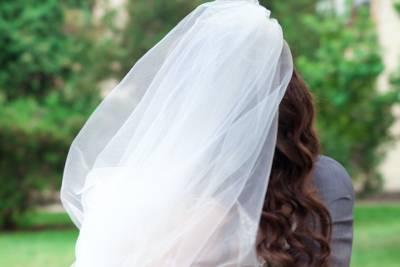 svatební účes se závojem